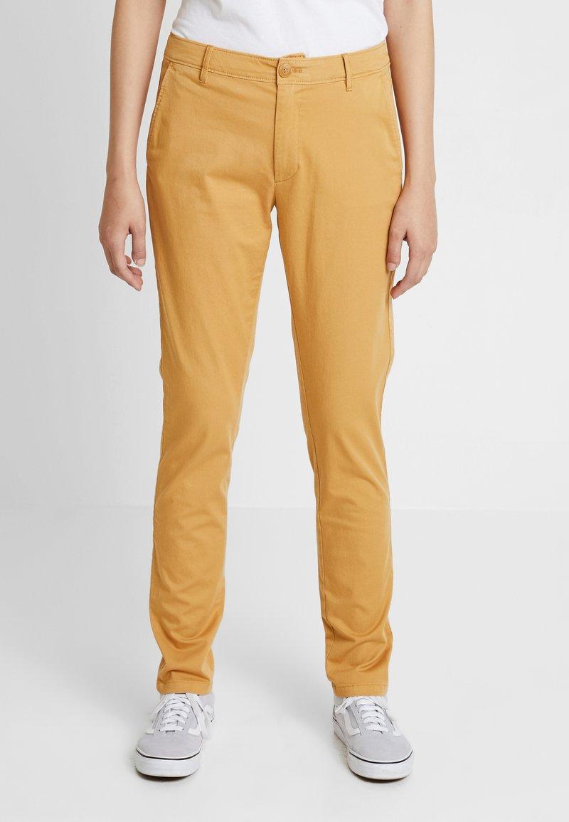 Tommy Jeans - ESSENTIAL SLIM - Pantalones - cinnamon