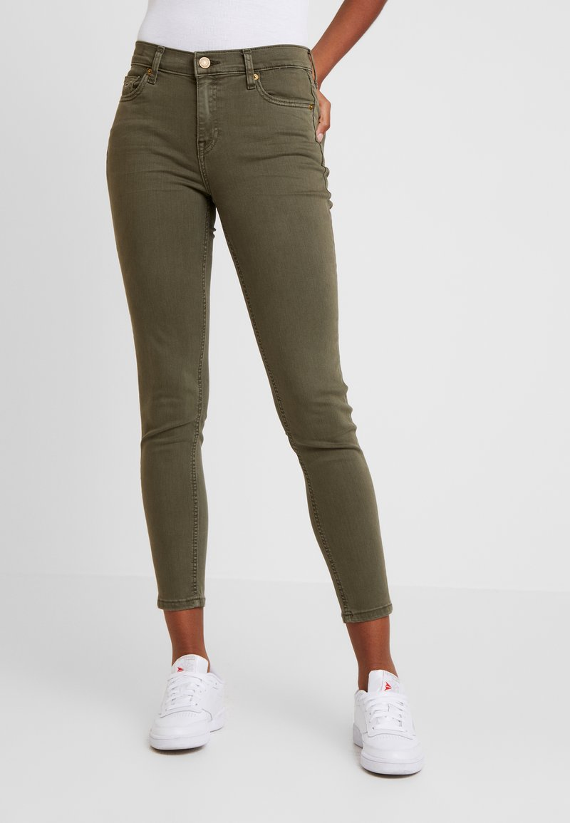 Tommy Jeans - MID RISE SKINNY NORA 7/8 - Jeans Skinny Fit - olive night