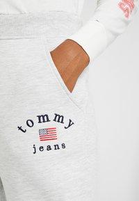 Tommy Jeans - SWEATPANT - Tracksuit bottoms - pale grey - 3