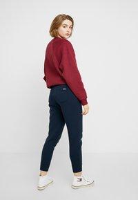Tommy Jeans - SWEATPANT - Teplákové kalhoty - black iris - 2