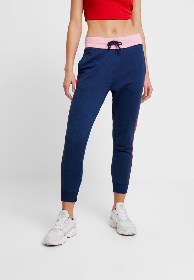 Tommy Jeans - COLORBLOCK PANT - Pantalones deportivos - black iris/multi