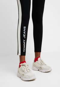 Tommy Jeans - METALLIC BLOCK - Leggings - black