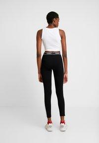 Tommy Jeans - METALLIC BLOCK - Leggings - Trousers - black - 2