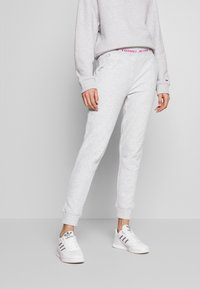 Tommy Jeans - BRANDED WAISTBAND PANT - Tracksuit bottoms - pale grey heather - 0
