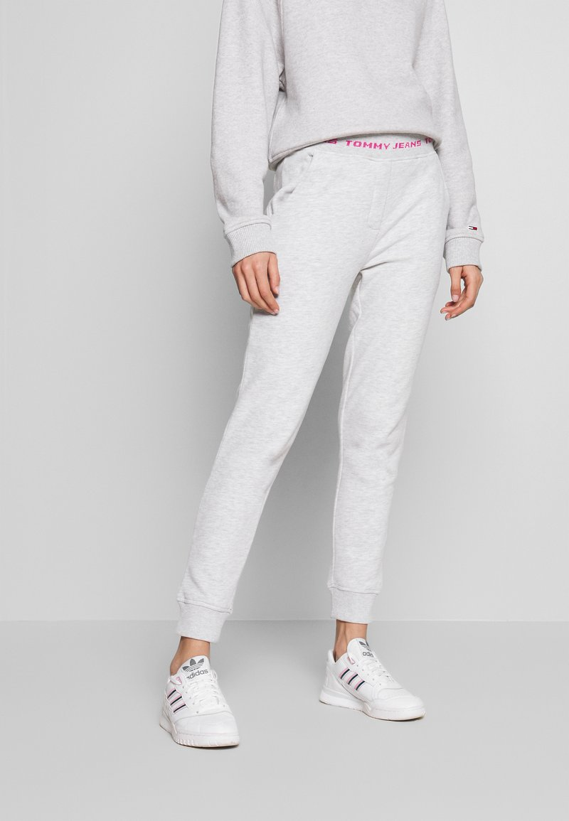 Tommy Jeans - BRANDED WAISTBAND PANT - Tracksuit bottoms - pale grey heather