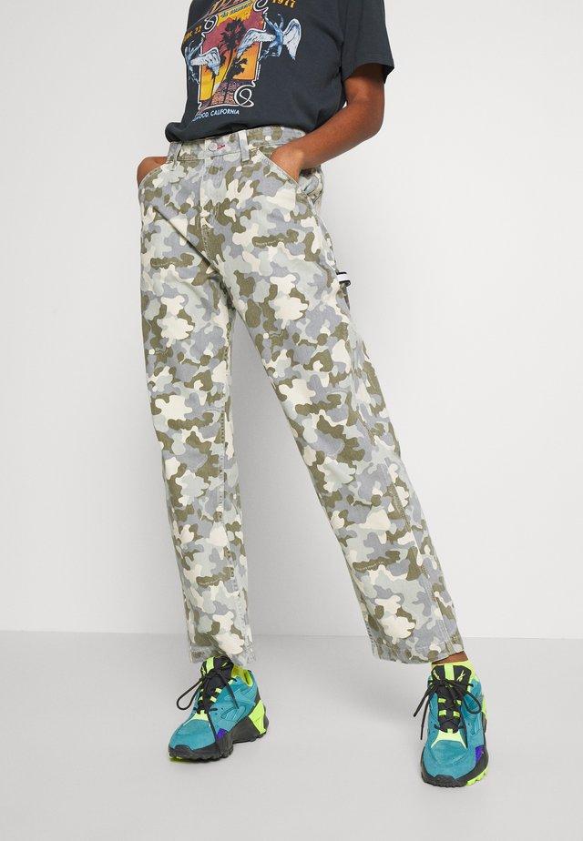 HIGH WAIST CARPENTER - Jeans Straight Leg - camou twill