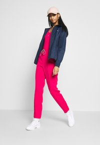 Tommy Jeans - SMART JOGGER - Joggebukse - blush red - 1
