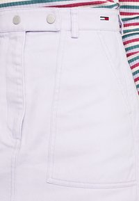 Tommy Jeans - SOLID CARPENTER SKIRT - Áčková sukně - pastel lilac - 4