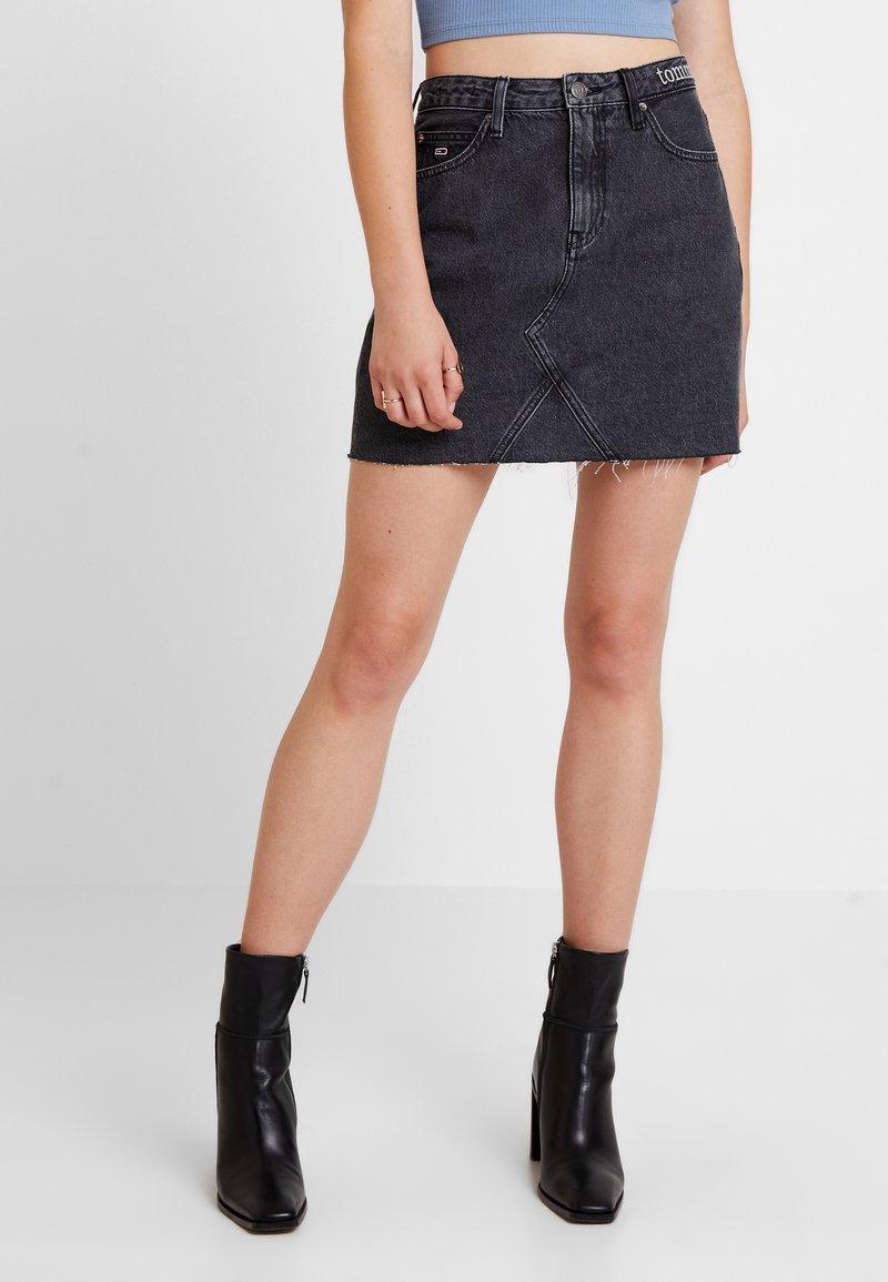 Tommy Jeans - SHORT SKIRT - Denim skirt - care mix black