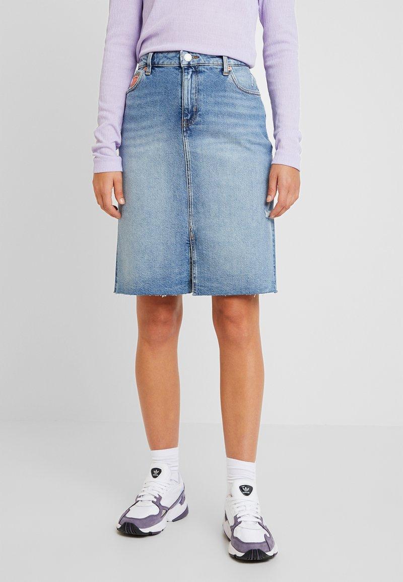 Tommy Jeans - SKIRT MAIA - Jeansrock - light-blue denim