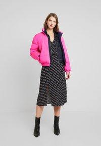 Tommy Jeans - OUTLINE PRINT SKIRT - A-line skirt - tommy black - 1