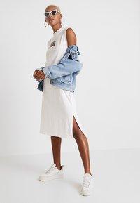 Tommy Jeans - LOGO TANK DRESS - Jersey dress - classic white - 2