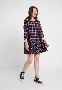 Tommy Jeans - 3/4 SLEEVE DROP WAIST DRESS - Kjole - flame scarlet / multi check - 2