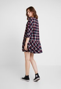 Tommy Jeans - 3/4 SLEEVE DROP WAIST DRESS - Kjole - flame scarlet / multi check - 3