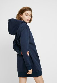 Tommy Jeans - BADGE HOODIE DRESS - Robe d'été - black iris - 3