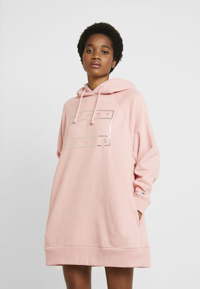 Korte jurk - pink icing