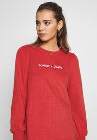 Tommy Jeans - HEART LOGO  - Denní šaty - racing red - 4
