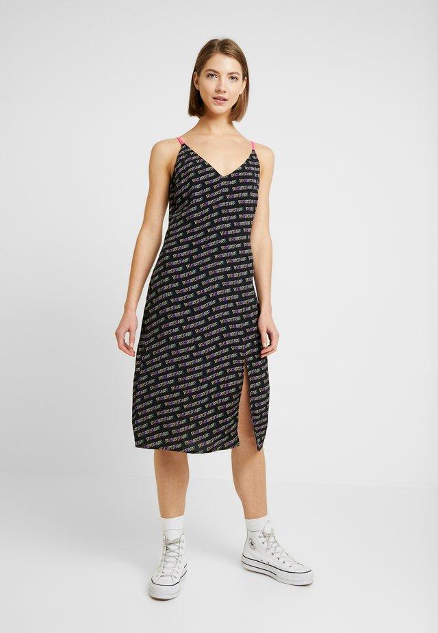 PRINTED STRAP DRESS - Jerseyjurk - black