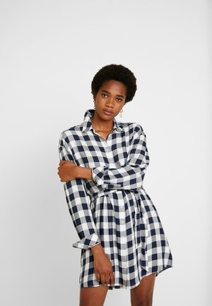 BELTED CHECK SHIRT DRESS - Skjortekjole - classic white/black iris check