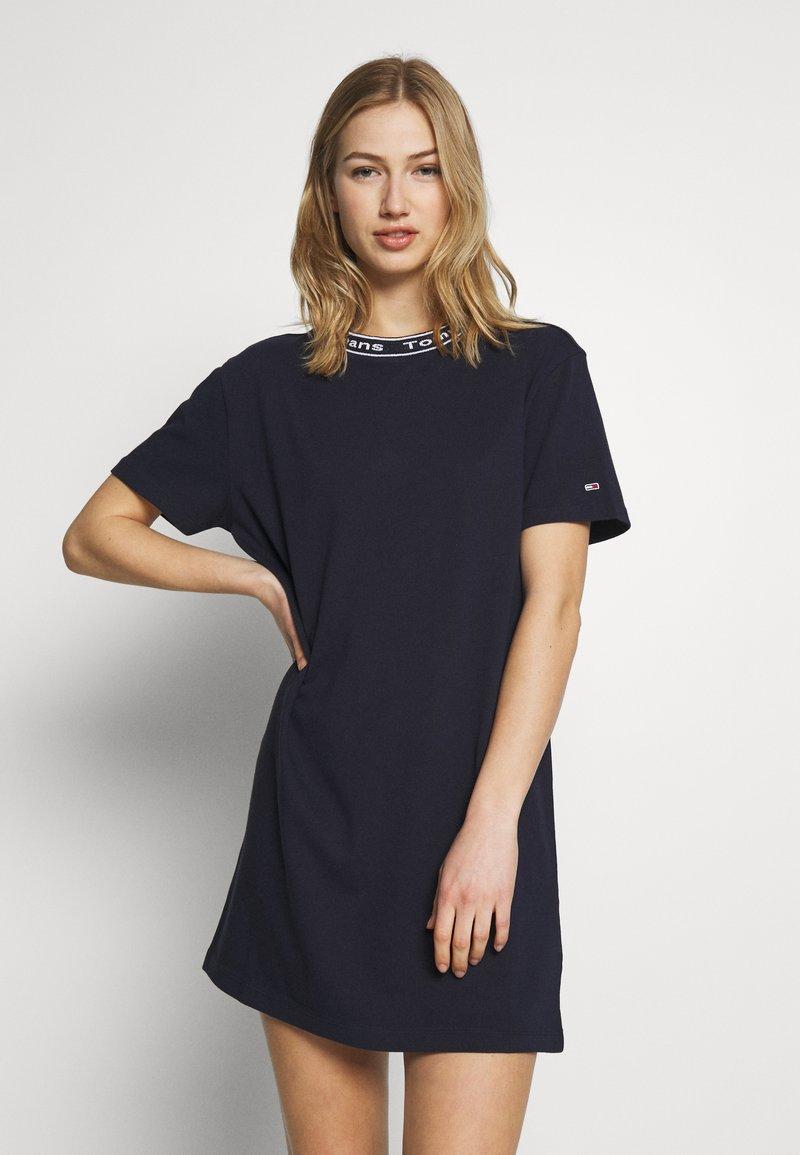 Tommy Jeans - BRANDED NECK TEE DRESS - Kjole - twilight navy