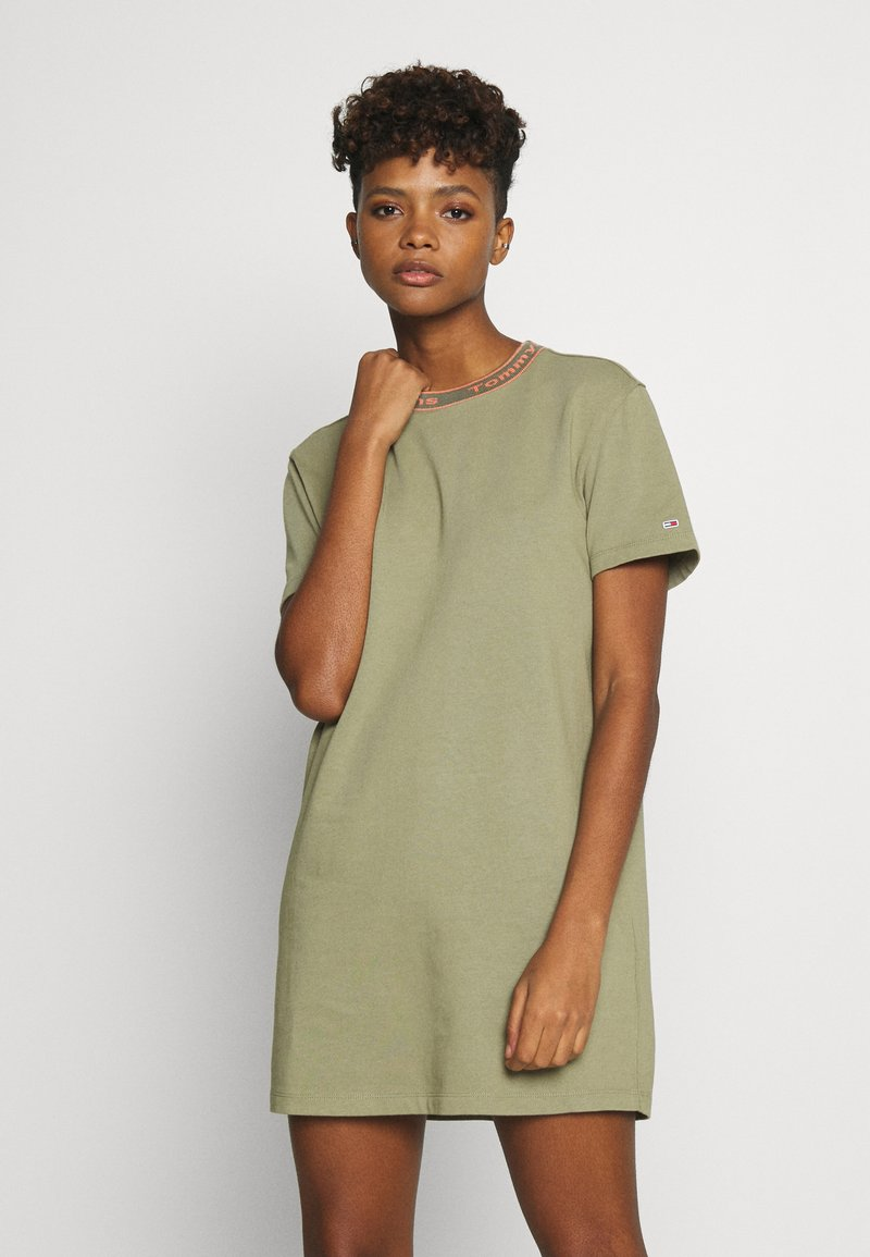 Tommy Jeans - BRANDED NECK TEE DRESS - Vestido informal - olive tree