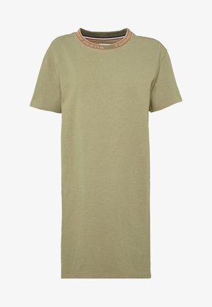 BRANDED NECK TEE DRESS - Robe d'été - olive tree
