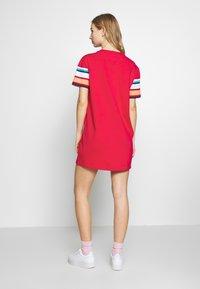 Tommy Jeans - LOGO TEE DRESS - Jerseykjole - blush red - 2