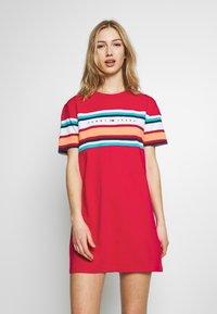 Tommy Jeans - LOGO TEE DRESS - Jerseykjole - blush red - 0