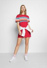 Tommy Jeans - LOGO TEE DRESS - Jerseykjole - blush red - 1