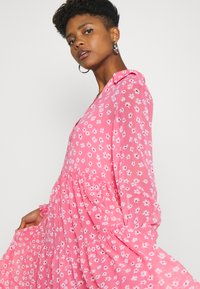Tommy Jeans - FLORAL MIDI SHIRT DRESS - Day dress - floral/glamour pink - 3