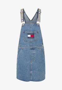 Tommy Jeans - LOONEY TUNES DUNGAREE - Denim dress - light blue denim - 4