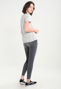 Tommy Jeans - T-shirt con stampa - light grey - 2