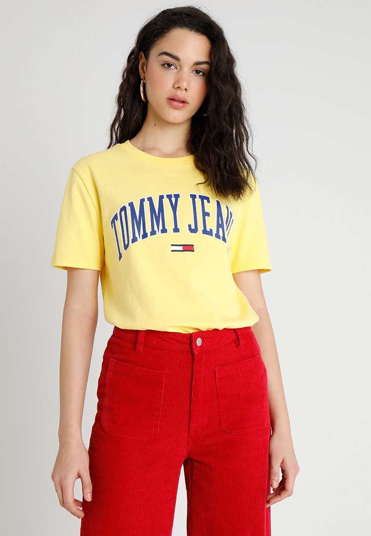Tommy Jeans - COLLEGIATE LOGO TEE - T-Shirt print - aspen gold