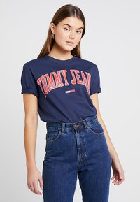 Tommy Jeans - COLLEGIATE LOGO TEE - T-shirt con stampa - black iris - 0