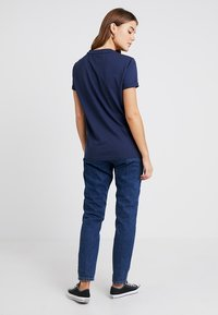 Tommy Jeans - COLLEGIATE LOGO TEE - T-shirt con stampa - black iris - 2