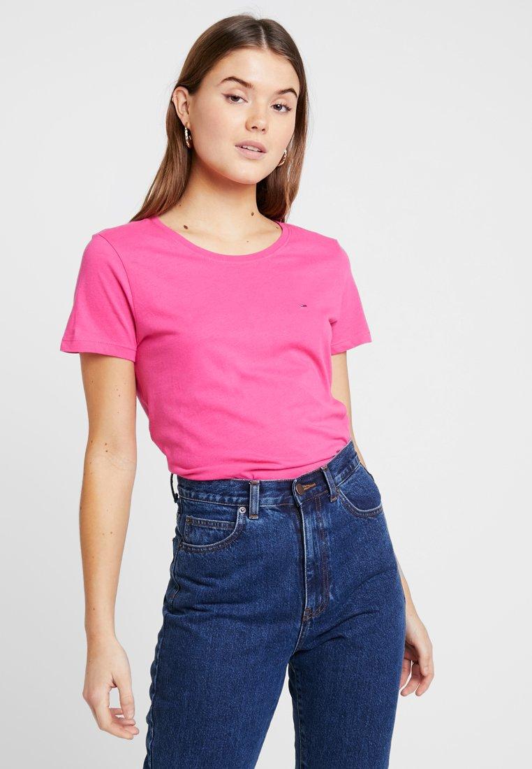 Tommy Jeans - SOFT TEE - T-shirt basic - fuchsia purple