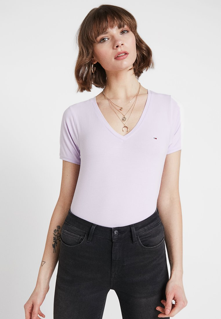 Tommy Jeans - SHORTSLEEVE STRETCH TEE - Basic T-shirt - pastel lilac
