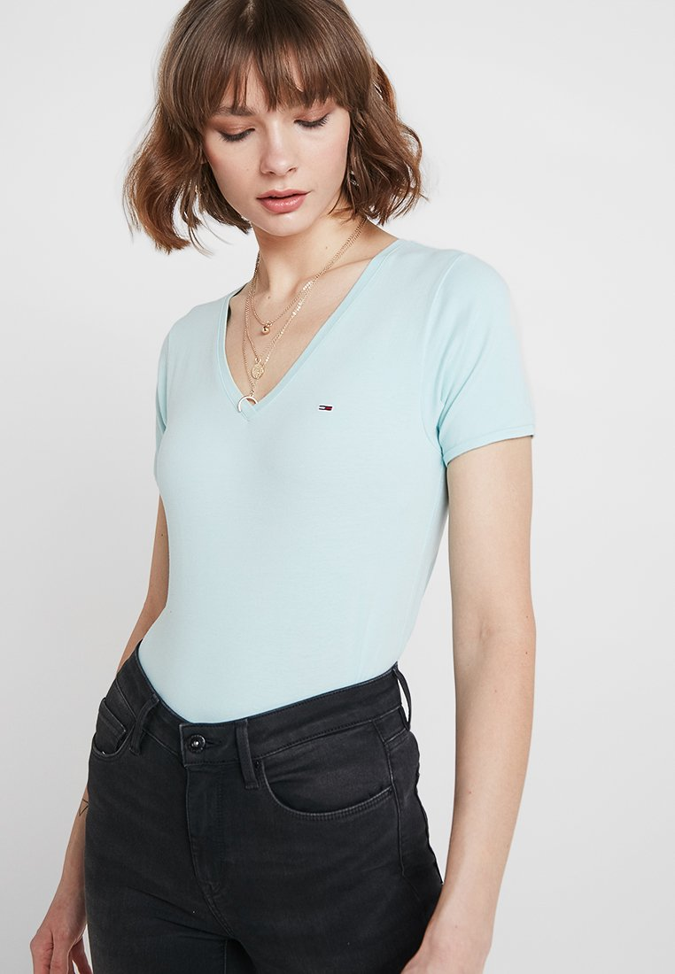 Tommy Jeans - SHORTSLEEVE STRETCH TEE - Basic T-shirt - canal blue