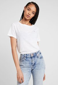Tommy Jeans - SUMMER ESSENTIAL TEE - T-shirt - bas - classic white - 0