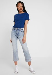 Tommy Jeans - SUMMER ESSENTIAL TEE - T-shirts - estate blue - 1