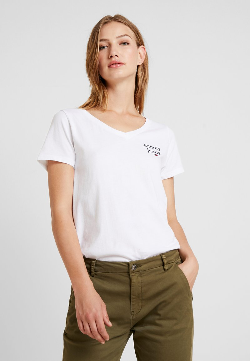Tommy Jeans - ESSENTIAL V NECK TEE - Jednoduché triko - classic white