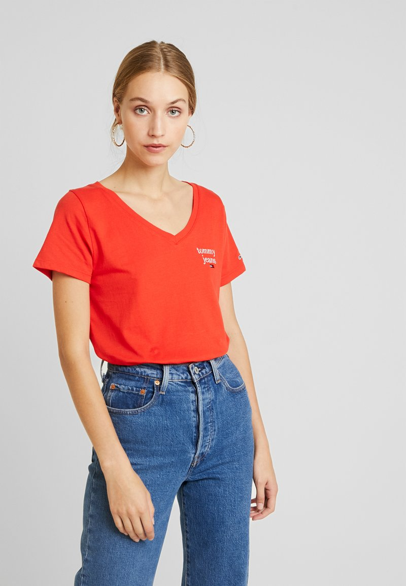 Tommy Jeans - ESSENTIAL V NECK TEE - Basic T-shirt - flame scarlet
