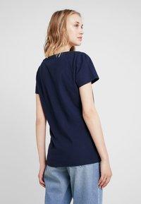 Tommy Jeans - ESSENTIAL V NECK TEE - T-Shirt basic - dark blue - 2
