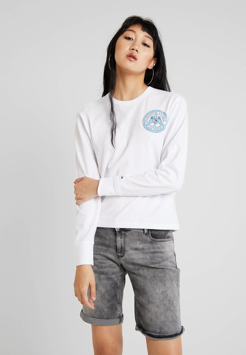 Tommy Jeans - PEACE AND LOVE LONGSLEEVE - Long sleeved top - classic white