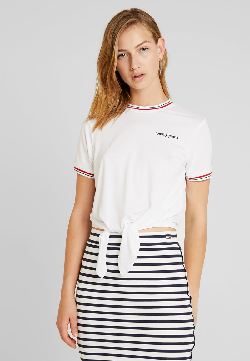 Tommy Jeans - FRONT TIE CONTRAST TEE - T-Shirt print - classic white