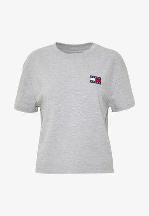 BADGE TEE - T-shirts - lt grey