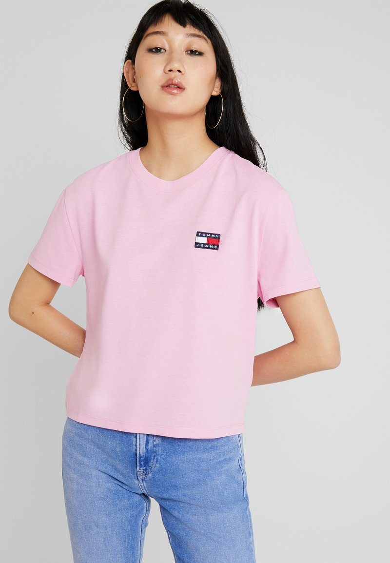 Tommy Jeans - TJW TOMMY BADGE TEE - T-Shirt basic - lilac chiffon