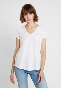 Tommy Jeans - SOFT V NECK TEE - T-shirts - classic white - 0