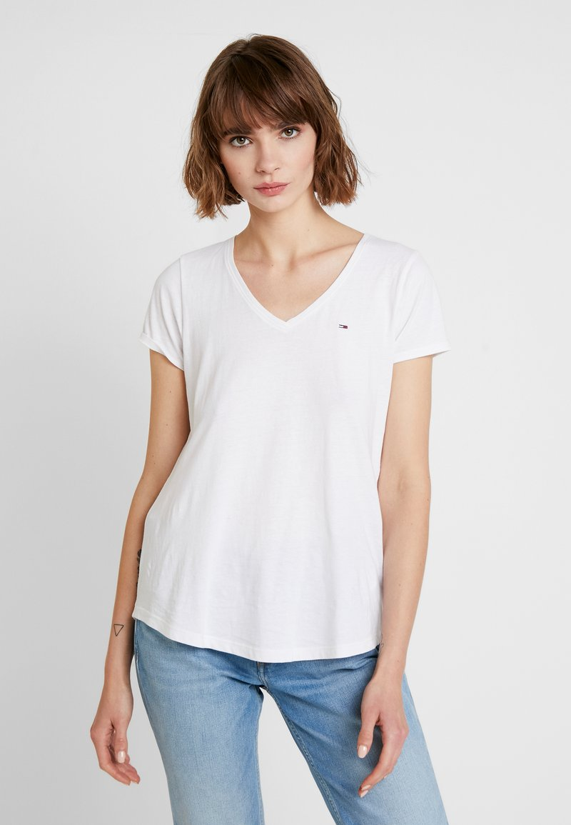 Tommy Jeans - SOFT V NECK TEE - T-shirts - classic white