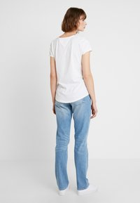 Tommy Jeans - SOFT V NECK TEE - T-shirts - classic white - 2